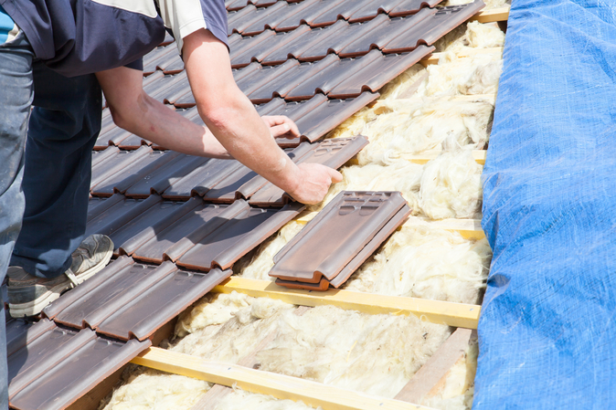 picture of a contractor tiling a roof in bristol with concrete tiles